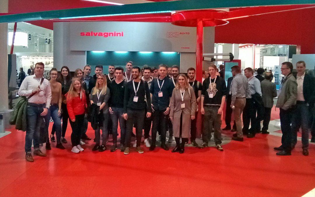 Mechatroniker im dritten Ausbildungsjahr besuchen EUROBLECH
